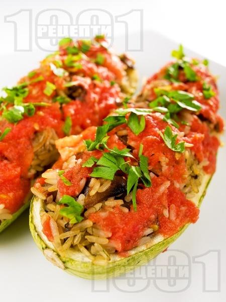 Пълнени лодки от тиквички с гъби печурки, домати и ориз - снимка на рецептата